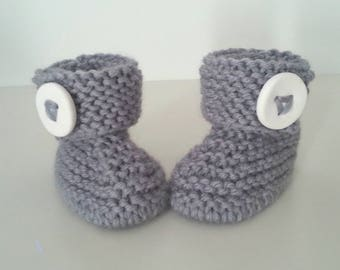 Slippers for born babies in 12 woolen hand-knitted months intoxicate(tint) with ornamental button