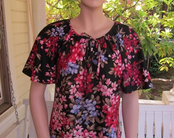 """Bust:  up to 40"""" ** Bold 1970s Poly Pull Over Blouse"""