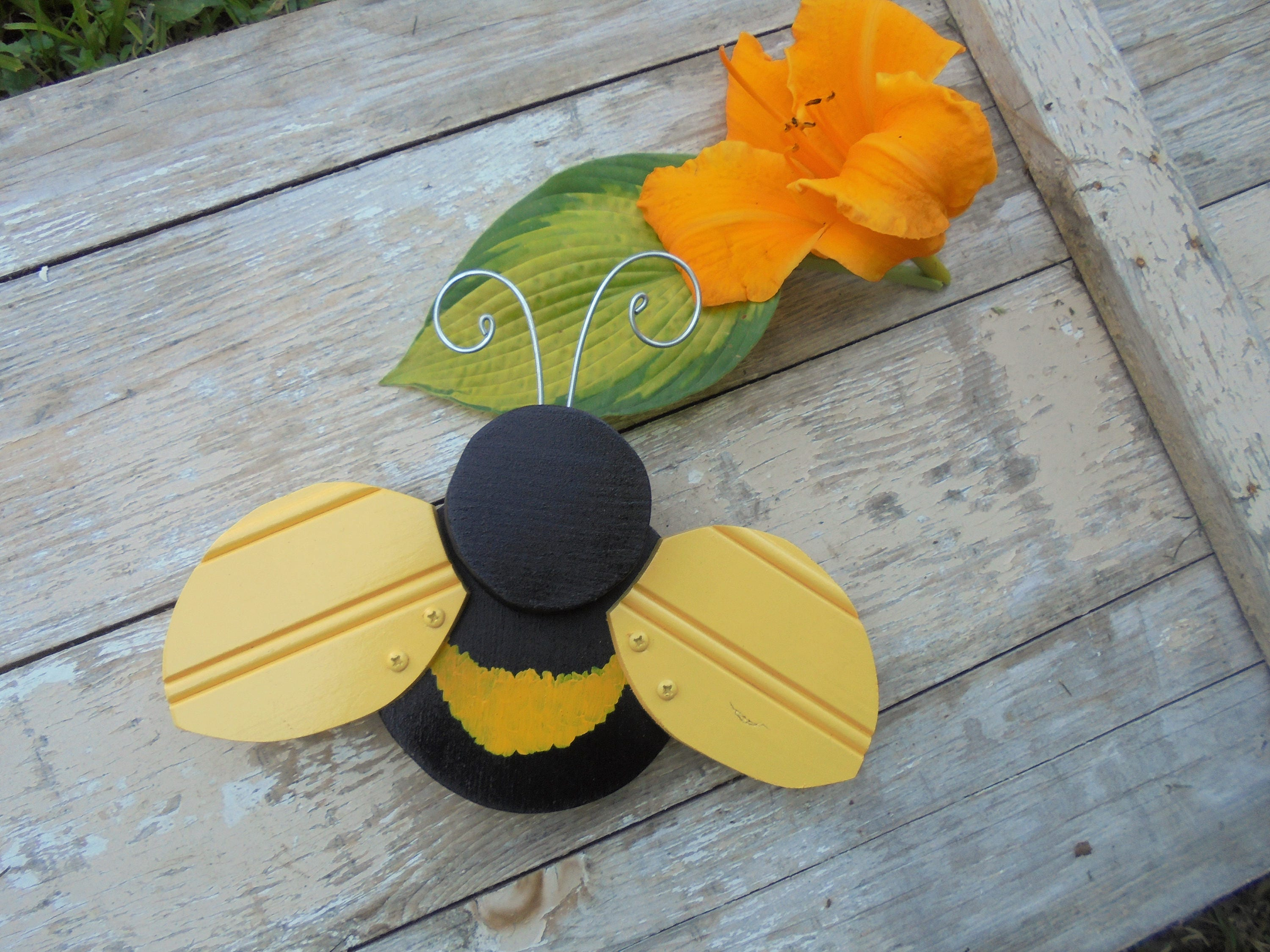 Folk art bumble bee yard art garden decor home decor for Honey bee decorations for your home
