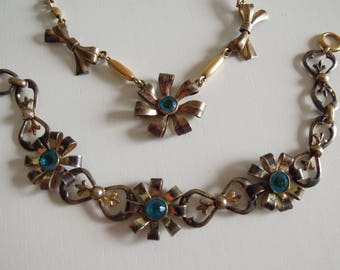 Demi parure anni '40 girocollo/collana e bracciale con fiori azzurri.