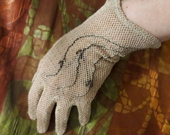 1940s 1950s French taupe mesh gloves with brown embroidery