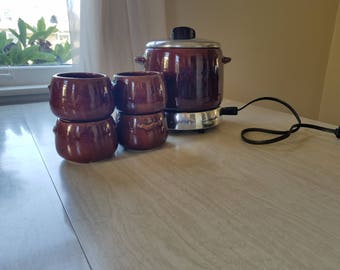 Vintage Bean Pot Westbend Brown 4 Cups and Warmer