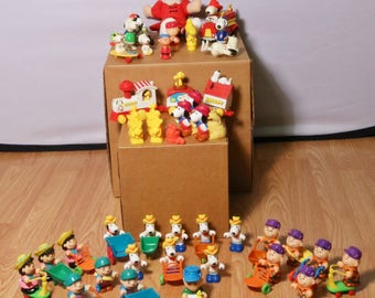 Lot 58 Peanuts & Accessories 1950s+ Characters - Charlie Brown Lucy Snoopy Linus