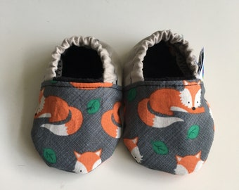 Soft soled shoes, baby slippers, baby shoes, pram shoes, crib shoes, prewalker shoes - 3-6 months, foxes