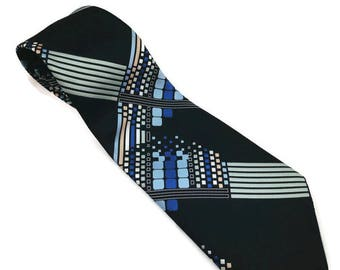 1970s Wide Polyester Tie with Geometric Pattern