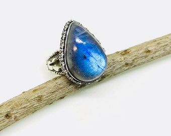 Labradorite ring set in sterling silver (92.5). Size -9. Natural authentic stone. Detailed silver work, solid silver .