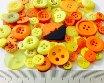 Mix of 100 buttons of various sizes (Ref.030316.5)