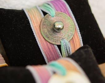 Bracelet Kwanita: Pearl, silk and Tahitian Pearl