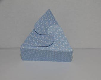 Box dragees triangle blue bubble while