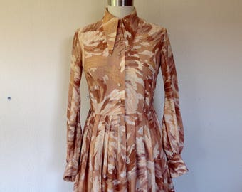 1960s Brushstroke print dress with gold lurex
