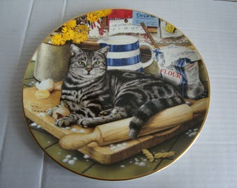 The Kitchen Cat by Geoffrey Tristram Royal Doulton collector plate 21cms 'Cats of Character' series 1996 lovely picture tabby cat