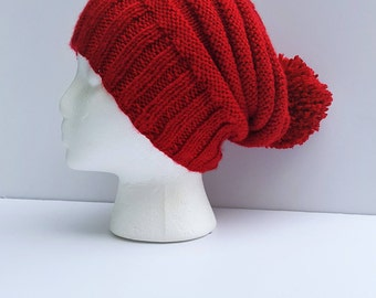 Red slouchy hat / Slouchy beanie / Red knit hat / Winter beanie / Red pom pom hat / Hats for winter / Winter knit hats / Knit slouchy hat