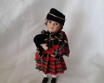 SCOTLAND Scottish Souvenir Doll ~ Porcelain 9 Inch Red Tartan Kilt ~ Bagpipes ~ National Dress Doll ~ Eyelashes