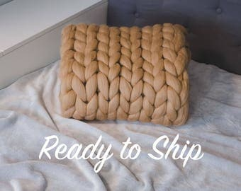 READY TO SHIP! Chunky knit blanket. Giant yarn. Premium merino wool. Super bulky yarn. Thick yarn.