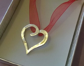 Simple Heart & Ribbon Necklace