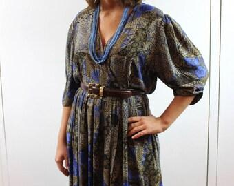 Vintage patterned dress. size L