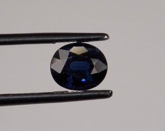 Beautiful Thailand sapphire 1.57 ct blue to dark blue