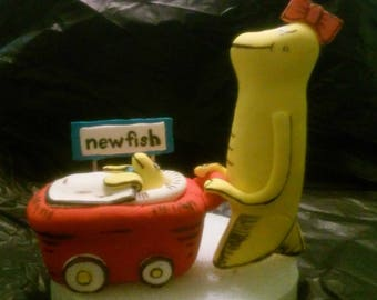 """Cat in the Hat Dr. Seuss' """"New Fish"""" Fondant Cake Topper"""