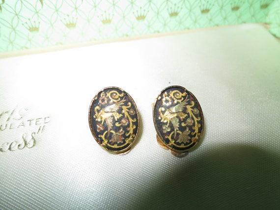 Lovely vintage goldtone Damascene bird motif clip on earrings