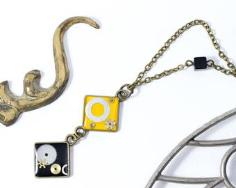 """Yellow and black """"oldies"""" pendant with watch parts and vintage touch"""