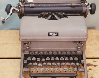 Vintage 1940's Royal Typewriter
