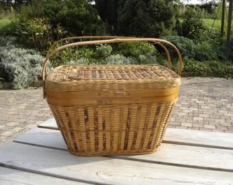 Panier osier pique nique. Wicker picnic suitcase. Vintage . France