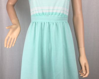 Adorable 1970s Fit & Flare Dress