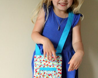 Kids crossbody bag, circles fabric, childrens purse, kids fabric purse, toddler crossbody bag with zipper, handmade kids bag, toddler purse