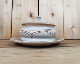 Round Vintage Butter Dish Stoneware Made in Canada from the 70s Covered Cover Ceramic Retro Breakfast Table Decor Farmhouse Cottage