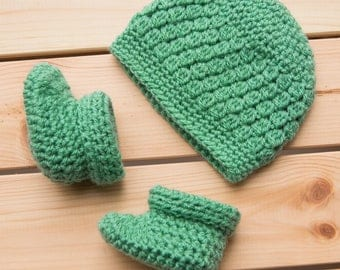 Baby beanie and bootie set