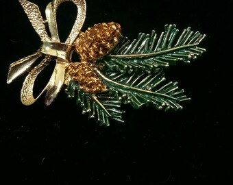 Vintage Christmas pinecone and evergreen brooch