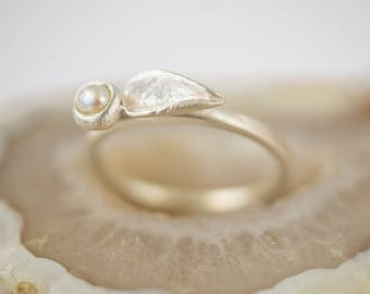 Leaf and bud ring with fresh water pearl