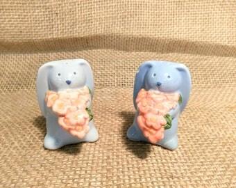 Vintage Blue Bunny Salt and Pepper Shakers / Easter Salt and Pepper Shakers
