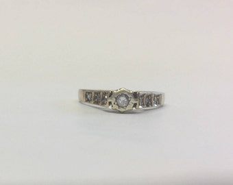 9ct Gold Vintage Diamond Solitaire Ring With Diamonds In Shoulder
