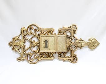 Vintage RARE 1970s Syroco Gold Hollywood Regency Victorian Lock Keyhole Wall Decor B4401