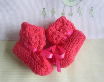 "Color ""raspberry"" baby size 0/1 month - hand made knit booties"