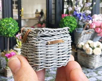 Miniature weathered wicker basket - grey rustic french - Dollhouse - Diorama - Roombox - 1:12 scale