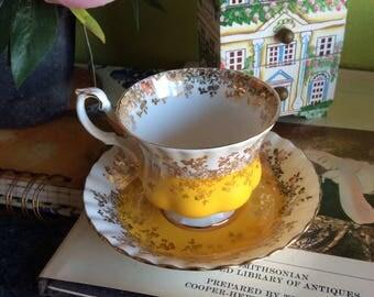 Excellent Vintage Floral Tea Cups
