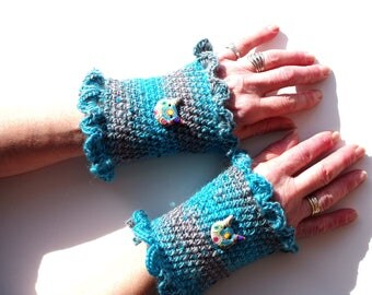 Fingerless gloves arm warmers crocheted with turquoise and gray wool.