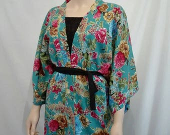 Kimono with multicolored flowers in rayon