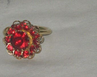 Vintage Sarah Coventry 11 Ruby/Garnet Stone Gold Plated Size 6 Ring