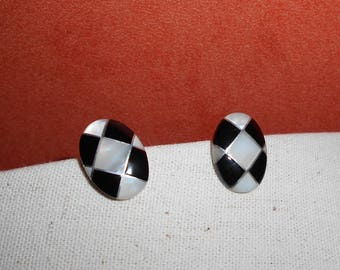 Clip on earrings mother of Pearl and Onyx Black