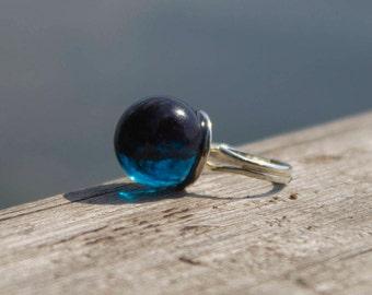 Dark blue resin ring-sphere