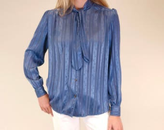 Beautiful dusty blue vintage union-made pussy bow button up blouse SIZE M