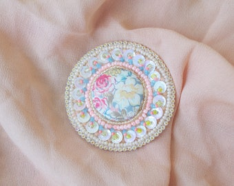 Embroidered textile floral brooch,Textil cabochon brooch with sequins,hand made textile jewеlry,Embroidery on Fabric,Romantic gift for her.