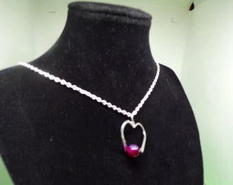 Necklace with silver and finished with a Fuchsia agate bead