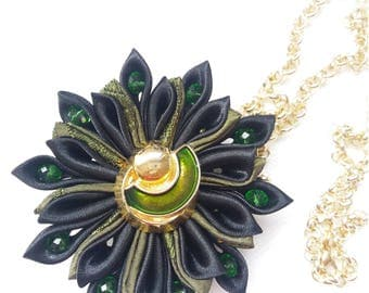 Necklace with flower