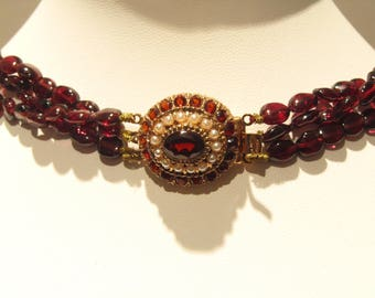 Garnet Necklace, silver clasp 925 garnet and pearls.