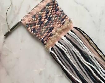 Multicolor wool weaving