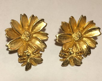 Large Vintage Joyful Gold Tone Flower and Bee Clip On Earrings